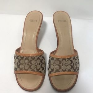 COACH TAN SIGNATURE ITALIAN LEATHER  Sandals heels